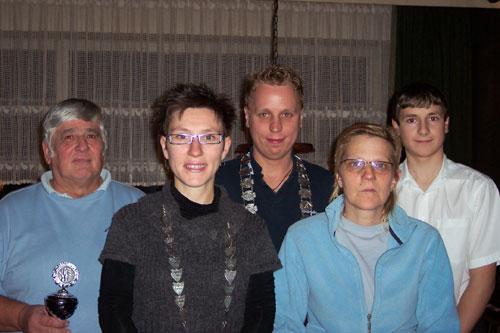 v.l.: Holger Mengel (König der Gesellschaftskegler), Claudia Bartels (LKV-Königin), Nico Zotzmann (LKV-König), Anke Treptow (Königin der Gesellschaftskeglerinnen), Robin Wozniak (Jugendkönig)