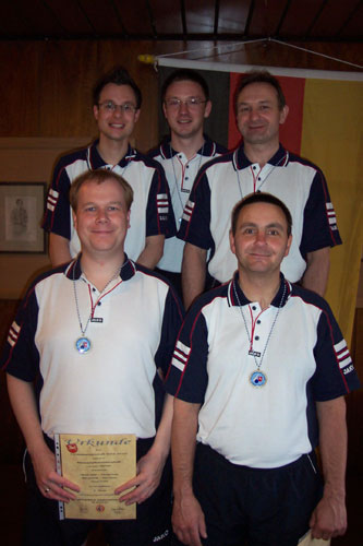 Nach Bronze auf Dreibahnen gab es auch auf Bohle Edelmetall für die Herrenmannschaft h. v. l. Michael Duda, Marcel Dubbe, Ralf Wozniak v. v. l. Henrik Kiehn, Ralf Stelter
